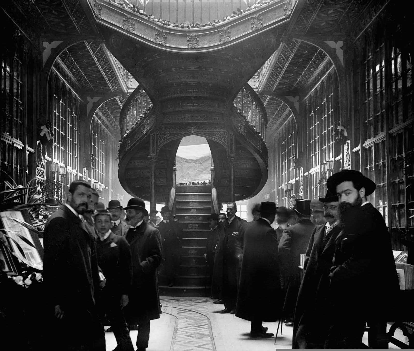 Interior da livraria Lello & Irmão, em 1906. Foto de Aurélio da Paz dos Reis